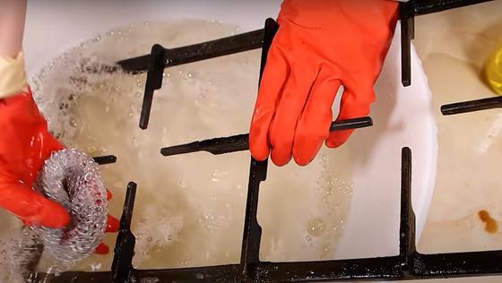 Очищение решеток от жира и нагара