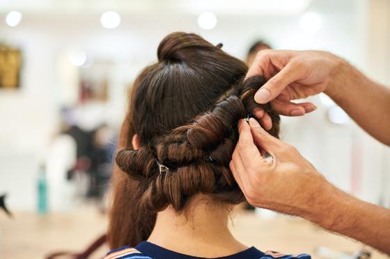 Прическа на волосах