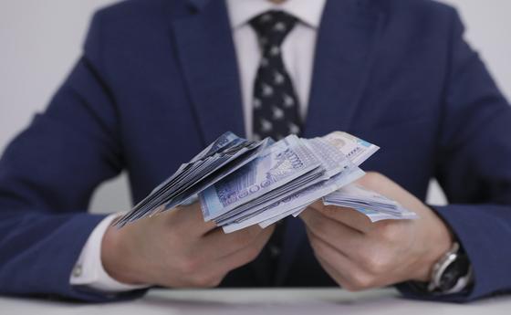 До 850 тысяч тенге будут доплачивать казахстанцам за борьбу с коронавирусом