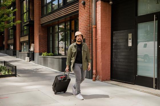 Кореец с чемоданом