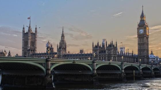 Тереза Мэй предложила парламенту отложить выход из Евросоюза