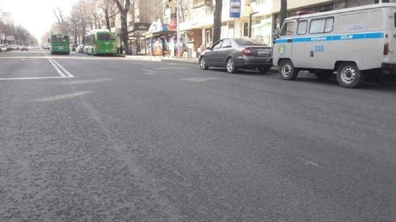 Автобус сбил женщину в центре Алматы (фото)