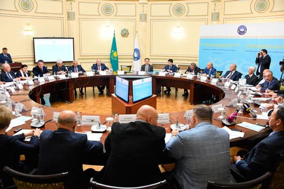 Сагинтаев намерен усилить роль казахского языка в Алматы