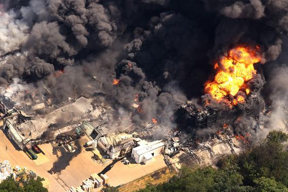 Пожар на заводе и открытое пламя