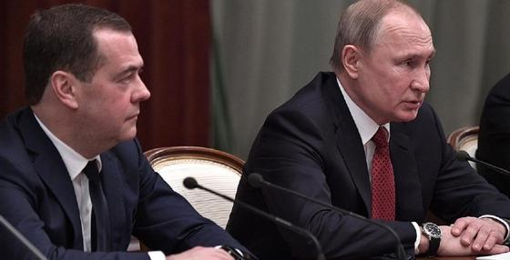 Политолог об отставке Медведева и правительства: Россия пошла по казахстанскому сценарию
