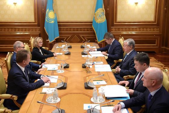 Токаев встретился с главой наблюдательного совета компании Polpharma Ежи Стараком
