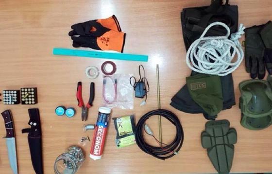 Изъятые у задержанных инструменты для изготовления взрывного устройства