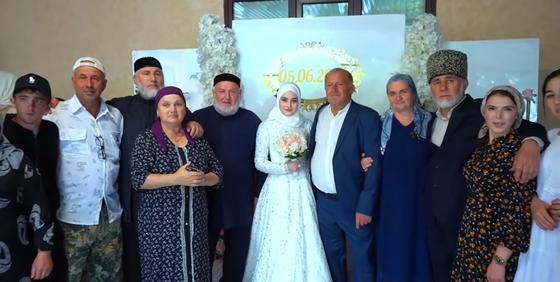 Чеченская невеста с родственниками