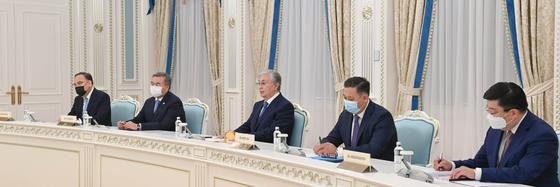 Касым-Жомарт Токаев и казахстанские представители на встрече с Буяром Османи