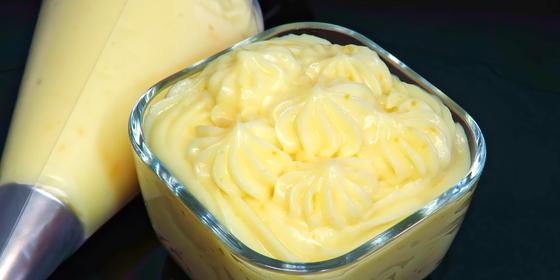Заварной крем для торта в стеклянной вазочке