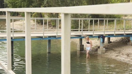 """""""Водичка тепленькая"""": как алматинцы спасаются от жары во время карантина"""