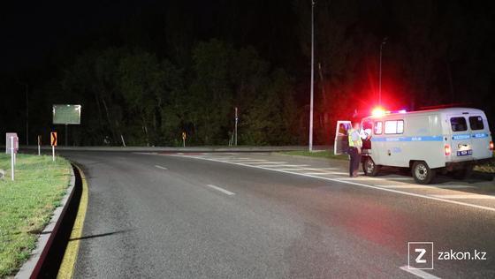 Полицейский автомобиль на месте происшествия