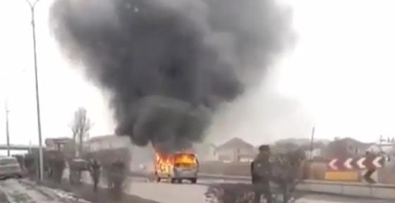 Микроавтобус с пассажирами загорелся в Алматы (фото, видео)