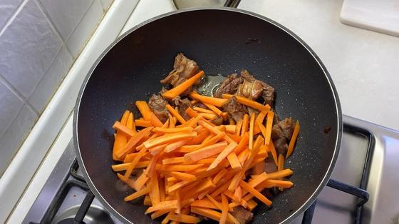Морковь и мясо