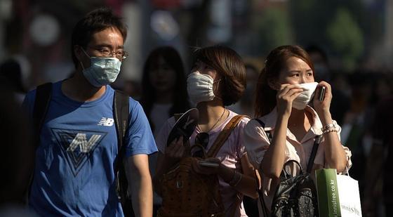 В элитном районе Алматы из-за загрязнения воздуха носят маски