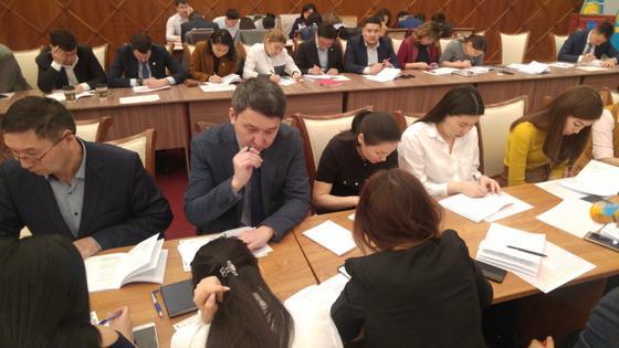 Столичных чиновников проверили на знание казахского языка