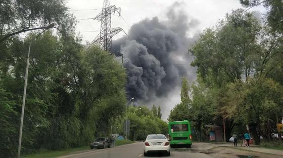 Крупный пожар в Алматы будут тушить с помощью вертолетов