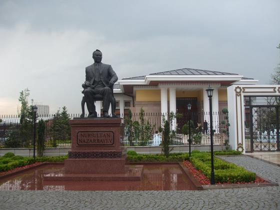 Нұрсұлтан Әбішұлының монументі Анкарада