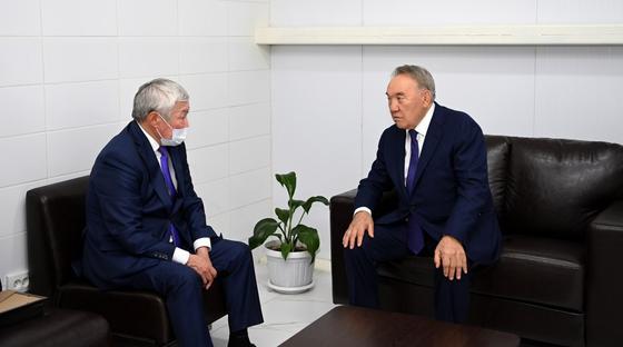 Нурсултан Назарбаев и Бердибек Сапарбаев