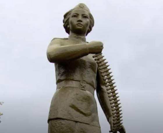 Памятник Маншук Маметовой