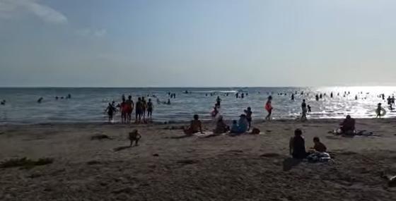 Житель Актау показал, к чему привело решение главного санврача о закрытии пляжей (видео)