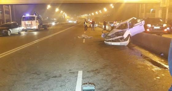 Авто смяло после лобового столкновения в Алматы: погиб человек (фото)