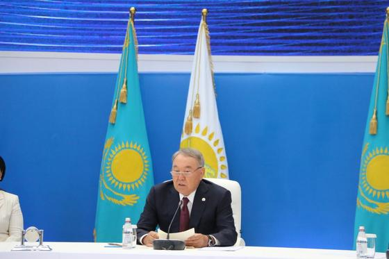 Назарбаев открыл расширенное заседание политсовета Nur Otan