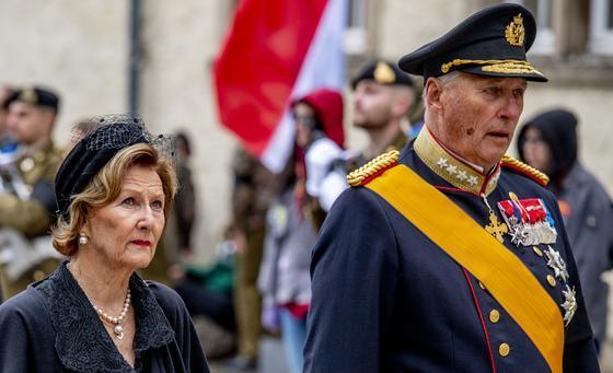 Король и королева Норвегии вместе с рядом чиновников помещены на карантин