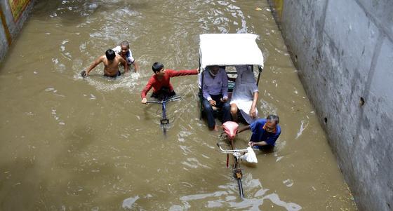 91 человек погиб во время наводнения в Индии