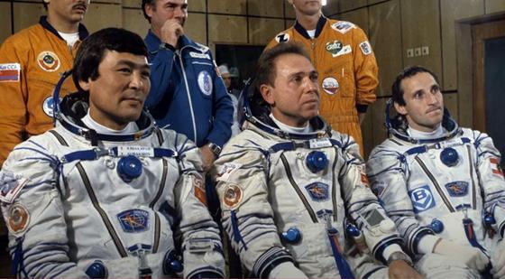 Токтар Аубакиров в составе экипажа космического корабля