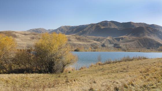 Озеро располагается в начале села