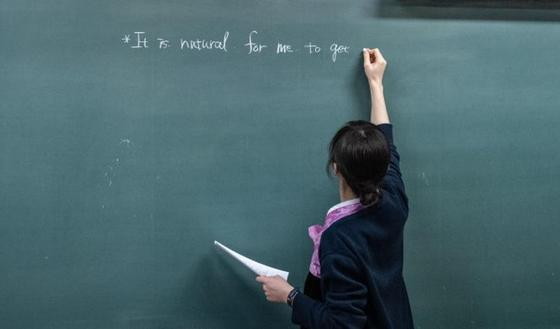 Токаев поручил увеличить зарплаты педагогов в два раза