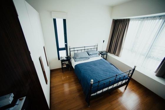Шторы для спальни: минимализм