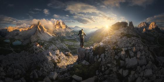 Горы с путешественником