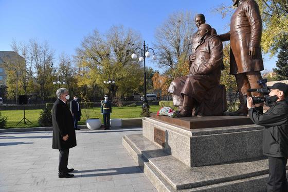 Касым-Жомарт Токаев на открытии памятника