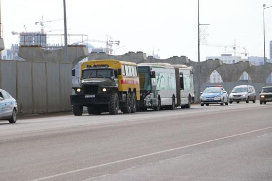 Три автобуса столкнулись в Нур-Султане: что происходит на месте аварии
