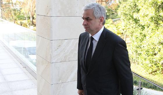Президент Абхазии Рауль Хаджимба ушел в отставку под давлением оппозиции