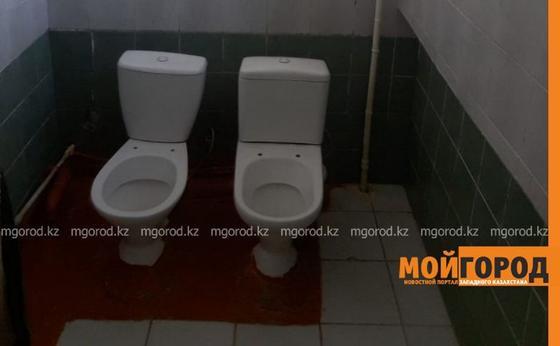 Школьные туалеты возмутили родителей в Атырау (фото)