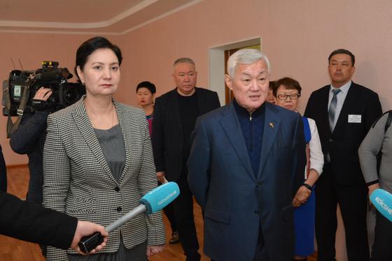 Гульшара Абдыкаликова отправилась с рабочим визитом в Акмолинскую область