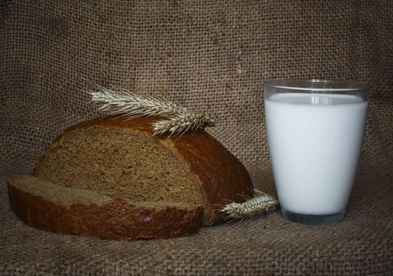 Хлеб, колосья и молоко