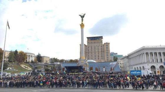 """Народ против """"формулы Штайнмайера"""": тысячи митингующих под окнами Зеленского"""