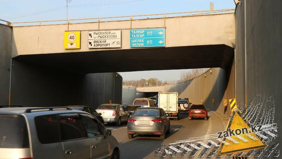 Машины едут по Талгарскому тракту