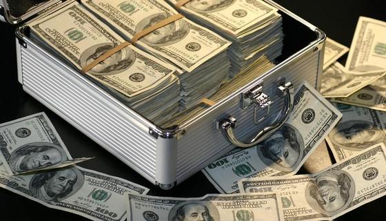 Деньги к деньгам тянутся? Почему одним удается разбогатеть, а другим нет