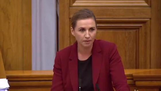 Слова датского премьера спровоцировали взрыв смеха в парламенте (видео)