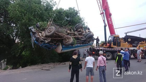Автомобиль достали из кювета