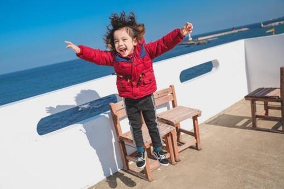 Прыгающий ребенок