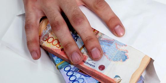 2 млн тенге: жителя ВКО подозревают в кражах с карт клиентов банка