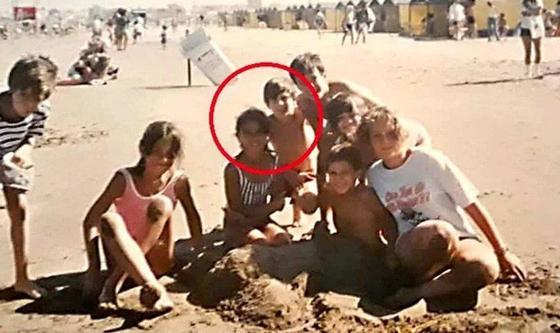 В сеть попало редкое фото Месси с женой, когда они были оба детьми