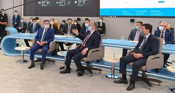 Токаев и Мамин в Офисе цифрового правительства