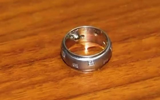 Женщине вернули потерянное почти 30 лет назад обручальное кольцо